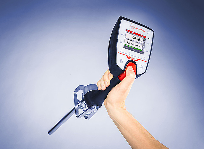 The Snap 51 portable alcohol meter measures the alcohol concentration of distilled spirits in %v/v or °Proof