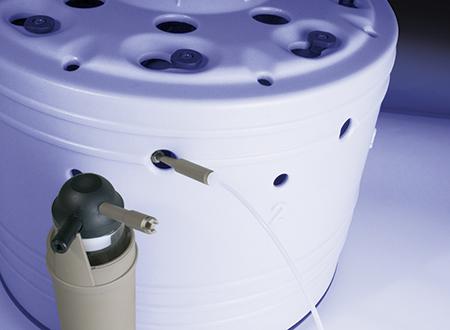 气体填充辅件套件是一种特殊工具,用于用气体冲洗和加注压力容器。此工具非常有用,可以在惰性气体环境下执行反应或者利用气态试剂。此辅件适用于数种应用,如微波氧燃烧、合成、蛋白质水解和压力过滤。