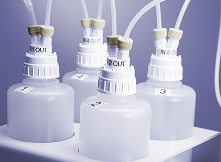 For the evaporation of reagents and aqueous solutions using Rotor 8EVAP a scrubber accessory is required. It consists of a set of washing bottles with highly efficient gas diffusers, a chemically resistant vacuum pump and a lead-through connecting the outlet of Rotor 8EVAP to the washing bottles. This lead-through can be installed in every Multiwave PRO.