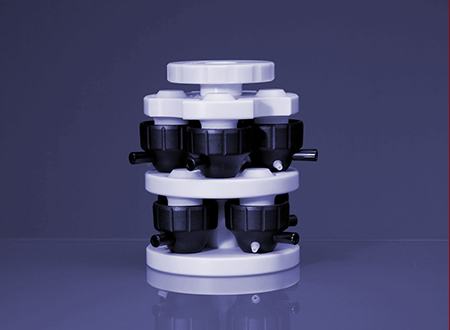 The seal forming device enables the proper pre-forming and safe storage of seals and screw caps of Rotor 8 and 16. One unit has a capacity for 8 caps/seals of different kinds. Storage in this device prolongs the lifetime of the lip-type seals.