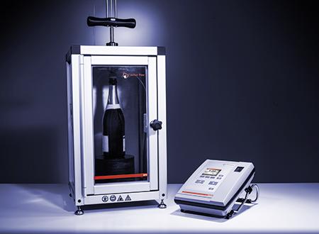 «En combinaison avec un système de mesure adapté, par exemple le CarboQC ou le CboxQC, la détermination du dioxyde de carbone et de l'oxygène dissous et de la quantité des autres gaz dans l'échantillon peut être réalisée rapidement et de manière fiable.»