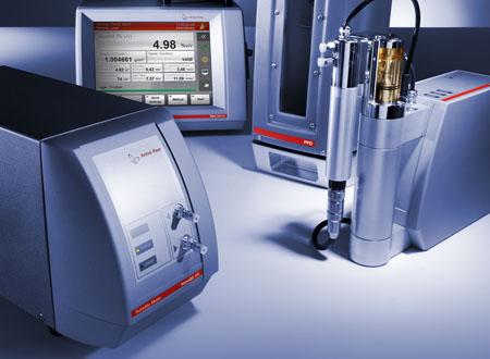 Aufgrund des modularen Konzepts können Systeme nach Kundenwunsch zusammengestellt werden, wie hier z.B. die Kombination von Alcolyzer, Dichtemessgerät, CO2-Messgerät, PFD-Füllsystem und dem HazeQC Trübungsmessgerät.
